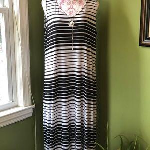 Black and White sleeveless maxi dress.
